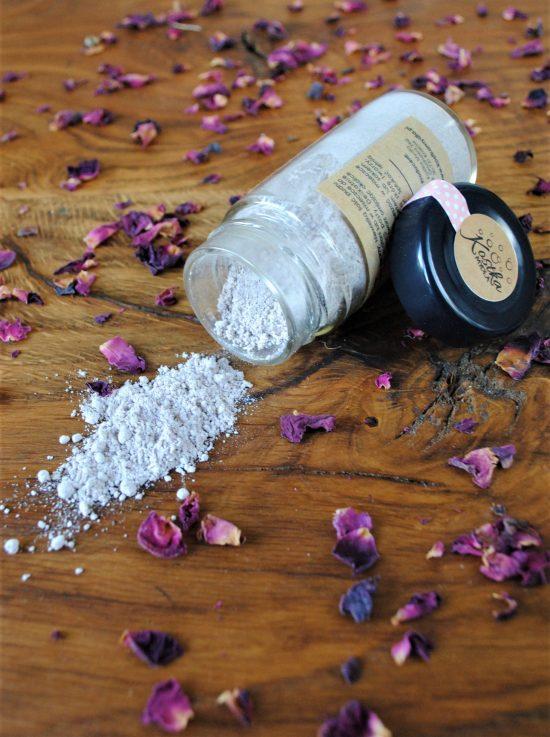 Puder do oczyszczania twarzy różany- Kostka Mydła